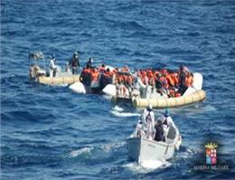 کشتی ایتالیایی به نجات مهاجران آمد