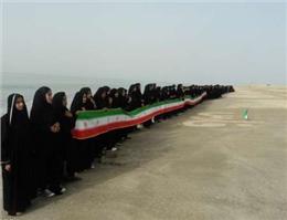تشكیل زنجیره انسانی در ساحل دریای عمان