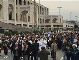 پیکر شهدای سانچی بر دوش نمازگزاران جمعه تهران