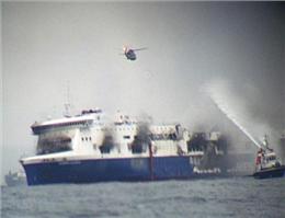 یك كشته و صدها مسافرهمچنان اسیر در آتش
