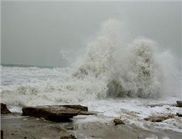 شرق دریای عمان طوفانی شد