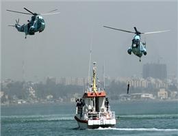 امدادگران از هوا و دریا در جستجوی سرنشینان لنج غرق شده