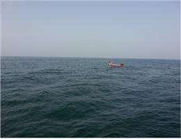 نجات دو سرنشین قایق صیادی در آبهای دریای عمان