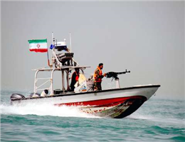 توقیف یک کشتی سومالیایی توسط سپاه