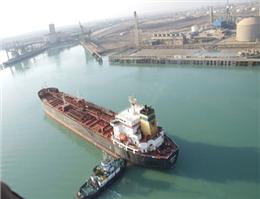 تخلیه نخستین کشتی حامل بنزین در بندر امام