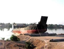 به آب اندازی شناور لندینگ کرافت در خرمشهر