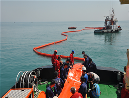 برگزاری مانور مقابله با آلودگی نفتی در بندر نوشهر