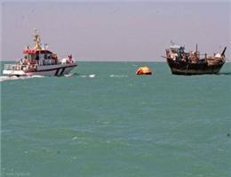 نجات سرنشینان لنج صیادی در آبهای کیش