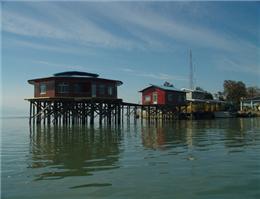 بررسی ظرفیت های گردشگری دریایی گلستان