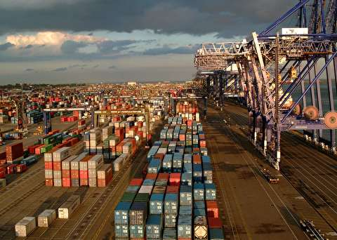 Container spot freight rates show signs of easing